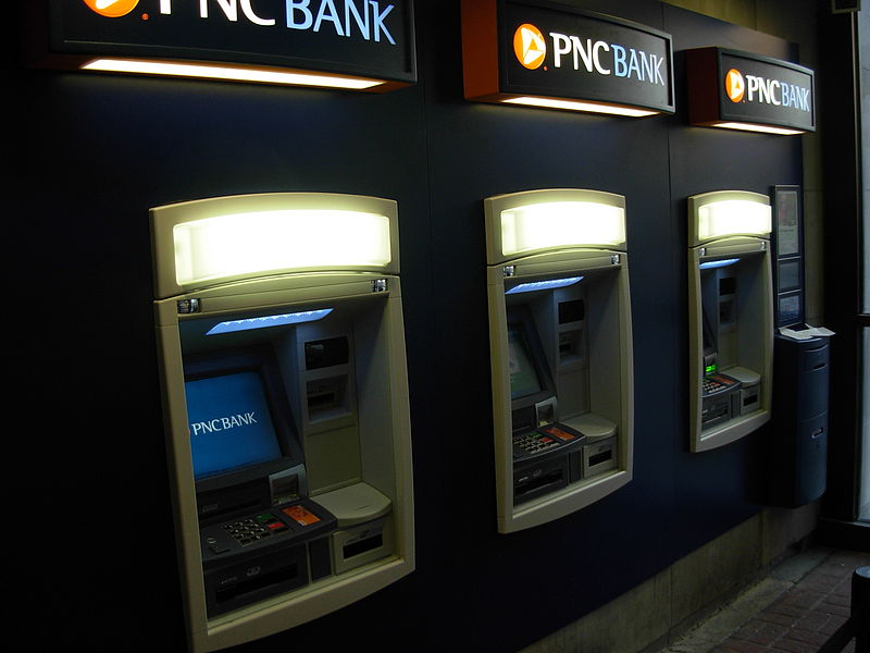 PNC_bank_ATMs_By_myself_ (UserPiotrus)_(Own_work)[CC-BY-SA-3.0_(http_creativecommons.org_licenses_by-sa_3.0)]_via_Wikimedia_Commons